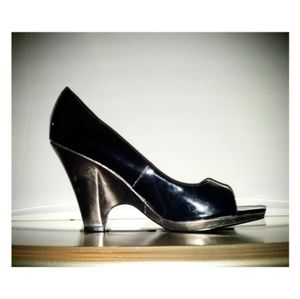 Kenneth Cole Black/Pewter Patent Wedges